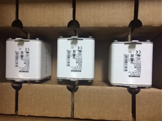 SIEMENS SITOR SET OF FUSES 900A, 690V AC, SIZE 2   3NE3340-8#SIEMENS SITOR SET OF FUSES 900A, 690V AC, SIZE 2   3NE3340-8