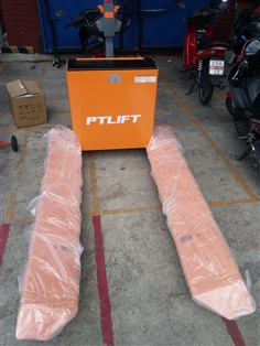ELECTRIC PALLET ROLL TRUCK