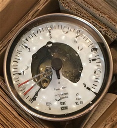 Wika 212.20 Pressure Gauge With Alarm Contact